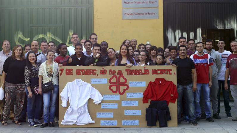 Cáritas Sevilla realiza un gesto por el trabajo decente