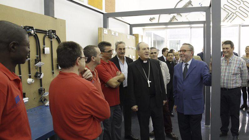 Monseñor Asenjo inaugura el nuevo Centro Diocesano de Empleo