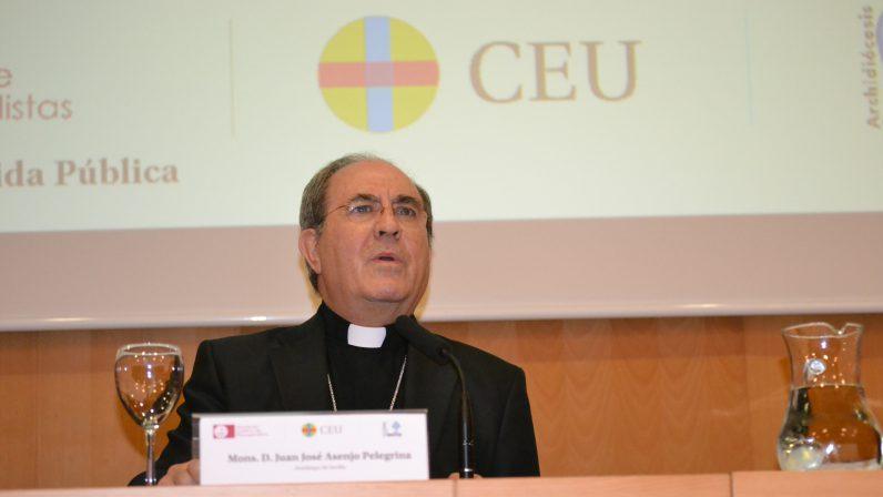 """Mons. Asenjo: """"hay fuerzas muy poderosas interesadas en arrancar el nombre de Dios del corazón de los pueblos"""""""