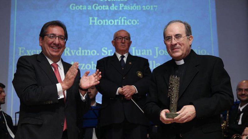 'Gota a Gota Honorífico' para monseñor Asenjo por el éxito de la celebración del Año Jubilar en la Archidiócesis