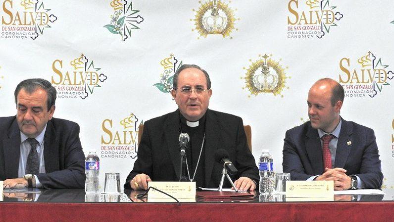 """Mons. Asenjo advierte que la secularización interna en las hermandades """"acentúa casi exclusivamente el carácter prevalentemente cultural"""""""