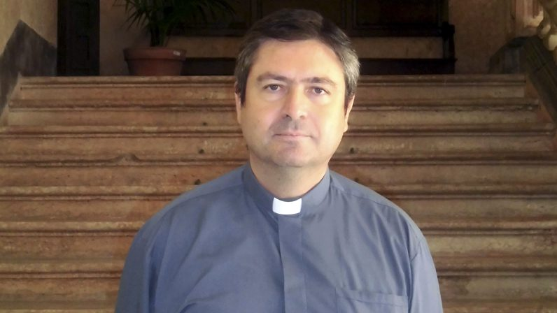 """Carlos Coloma, Vicario Episcopal para la Vida Consagrada: """"El Señor tiene capacidad para seguir enamorando"""""""