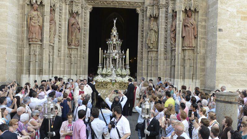 """Homilía de mons. Asenjo en la solemnidad del Corpus Christi: """"Comunión, contemplación y adoración"""""""