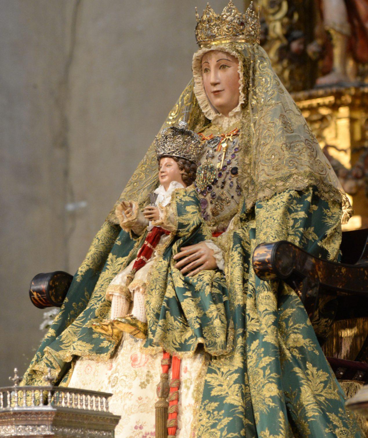 La Virgen de los Reyes en la Capilla del Sagrario