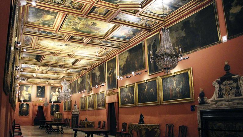 Visitas culturales al palacio arzobispal de sevilla - La casa de los uniformes sevilla ...