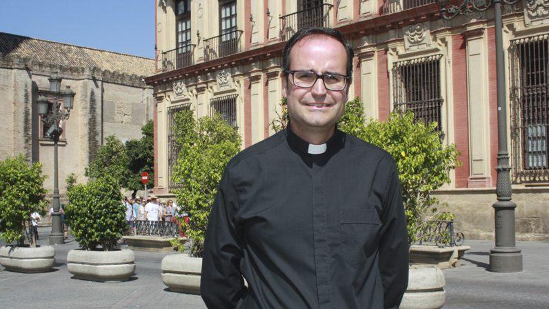"""ANTONIO RODRÍGUEZ BABÍO, Delegado Diocesano de Patrimonio Cultural: """"Las obras de arte en la Iglesia no están para adornar"""""""