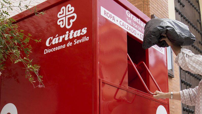 Charitas II:  'Comparte, dona tu ropa usada', la persona como centro de la economía