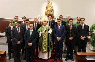 Entrega de cruces a los nuevos seminaristas