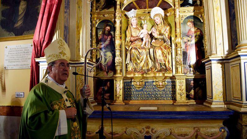 Bendición del retablo restaurado de Santa Ana en Alcalá del Río