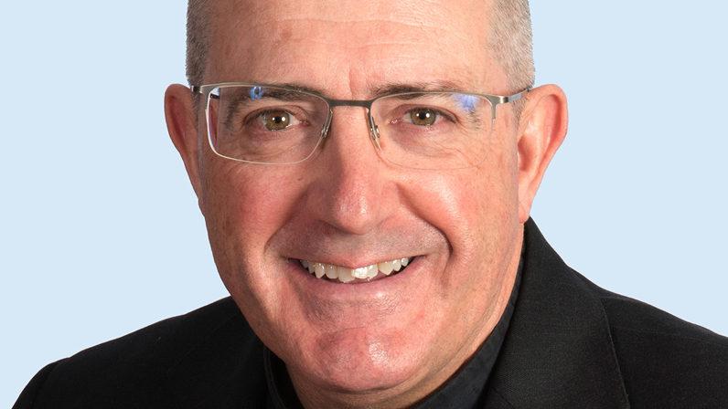Mons. Gómez en el Seminario de Medios