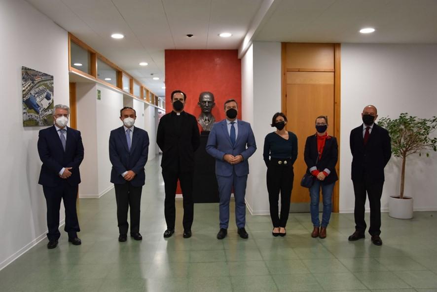 Firma de convenio COFs – Fundación San Pablo CEU Andalucía