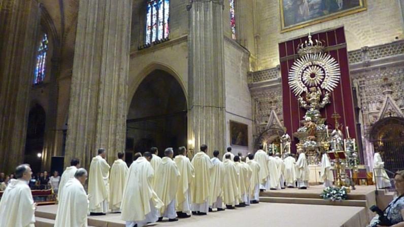 Mons. Saiz impartirá el sacramento delorden del diaconado a ocho jóvenes y del presbiterado a un nuevo aspirante