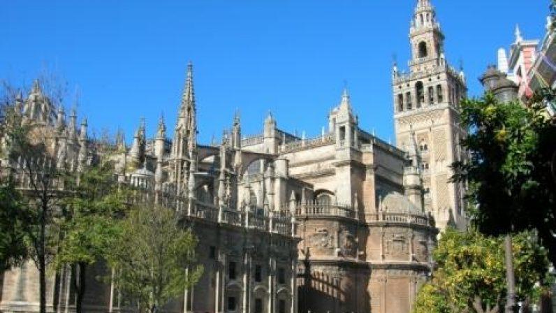 La Catedral de Sevilla acoge el funeral por las víctimas del coronavirus