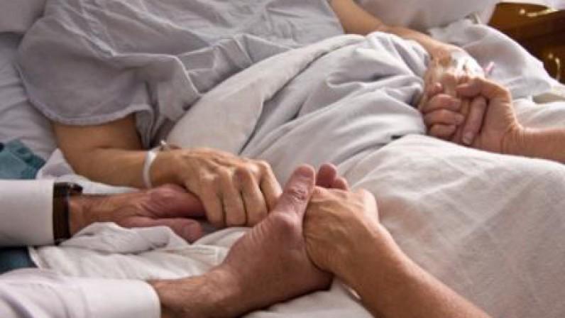 """Mons. Asenjo: """"El tiempo que pasamos junto al enfermo es un tiempo santo"""""""