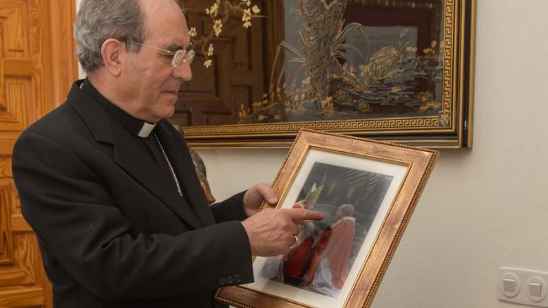 """Mons. Asenjo: """"Don Santiago es una gracia de Dios para el arzobispo y la diócesis"""""""