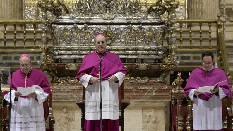 """""""La devoción a la Virgen de los Reyes está presente en los sevillanos durante todo el año"""""""