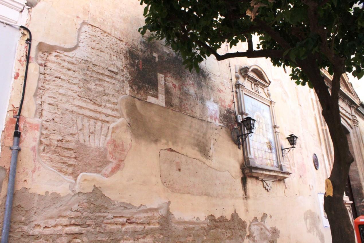 Obras en la fachada y la torre de la Parroquia sevillana de San Bartolomé