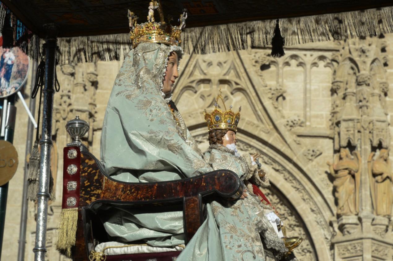 Procesi n de la patrona de la ciudad y la archidi cesis de for Mudanzas virgen de los reyes