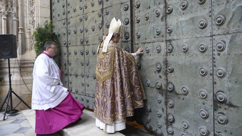 Mons. Asenjo inaugura el Año de la Misericordia en Sevilla