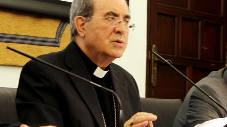 """Mons. Asenjo pide a los católicos """"robustecer la presencia en la vida pública"""""""