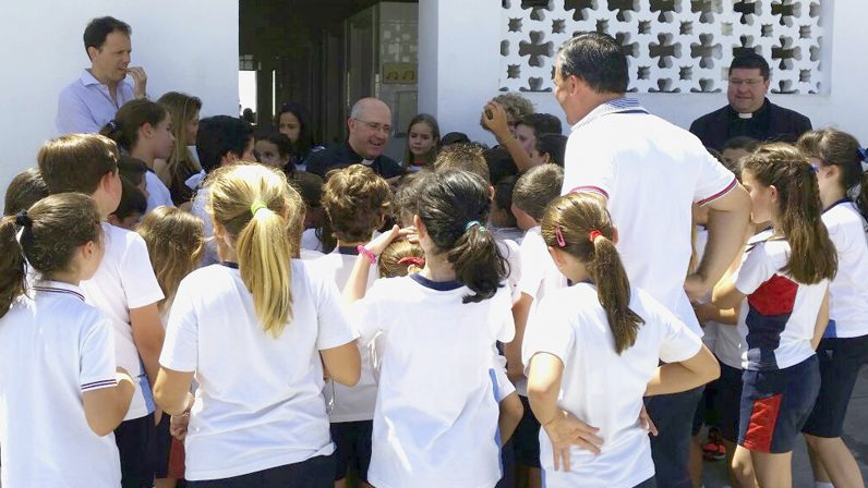 El Obispo auxiliar visita los colegios diocesanos