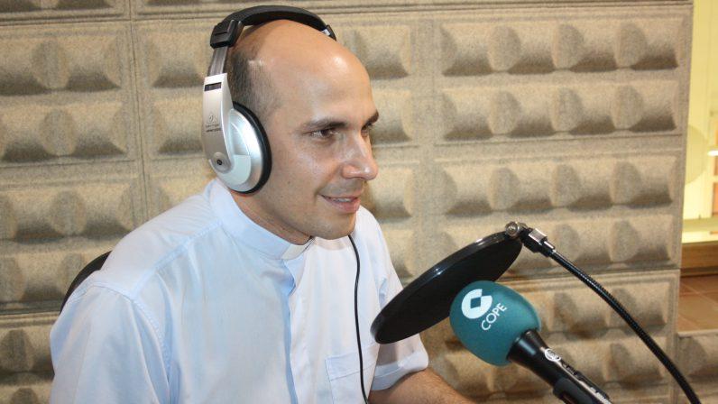 EL ESPEJO | ENTREVISTA AL SACERDOTE ROLANDO MONTES DE OCA