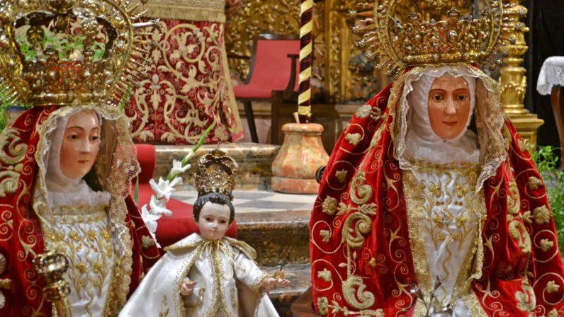 La 'Catedral de Triana' renueva una tradición de siglos en torno a Señora Santa Ana