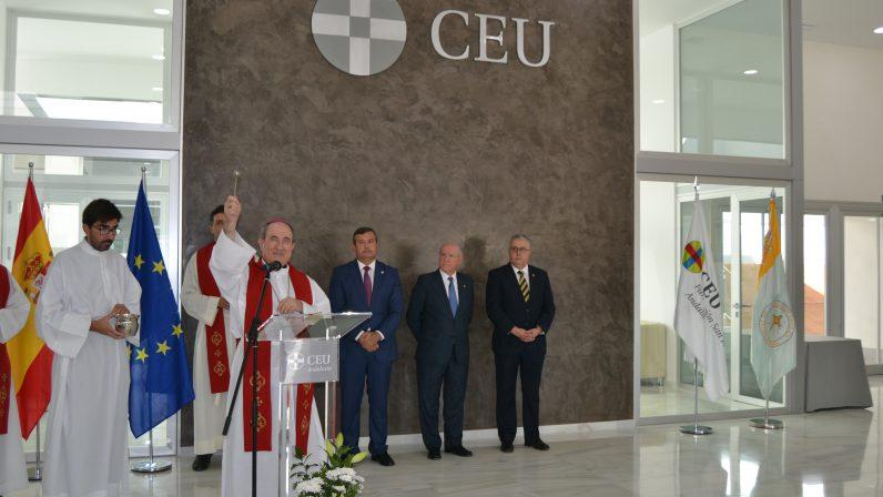 El Arzobispo de Sevilla bendice el nuevo edificio del Colegio CEU Sevilla