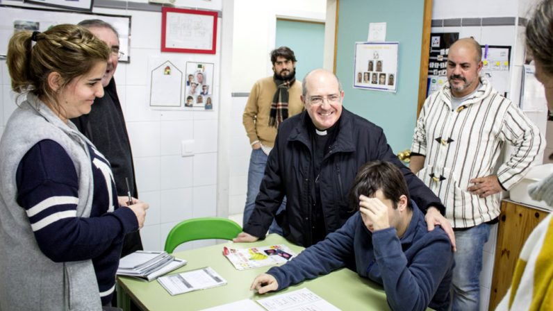 Monseñor Santiago Gómez con Autismo Sevilla