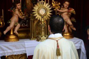 Procesión eucarística de la Sacramental de Todos los Santos