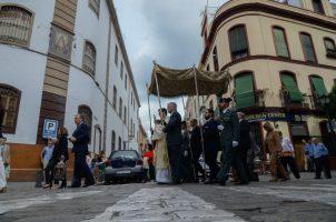 Procesión sacramental en la Parroquia de San Pedro