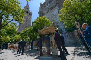 Procesión sacramental en la Parroquia del Sagrario