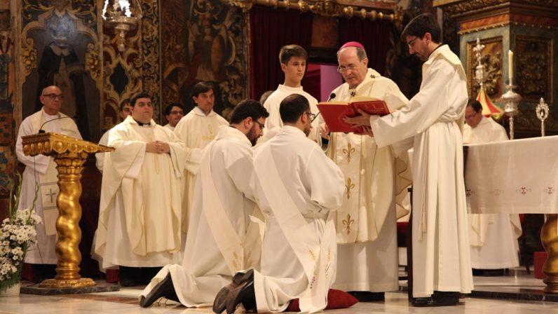 El Arzobispo de Sevilla ordena a dos sacerdotes salesianos