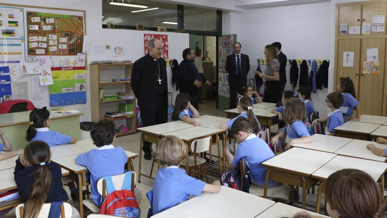 El Arzobispo visita los colegios diocesanos San Bernardo y Ntra. Sra. de las Mercedes
