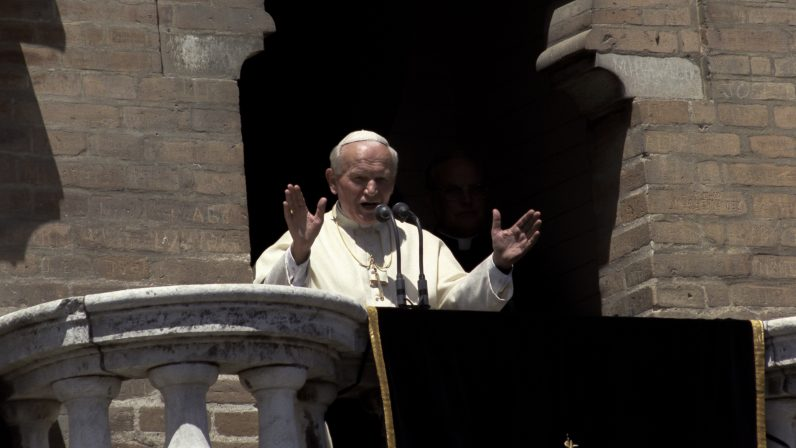 Juan Pablo II sigue presente en Sevilla 25 años después