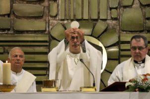 Los sacerdotes recién ordenados celebran sus primeras misas