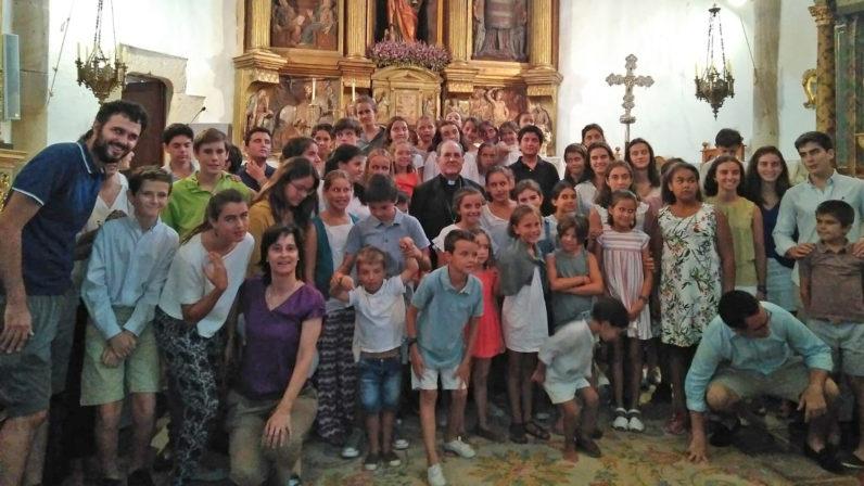 El Arzobispo preside la Eucaristía en Derroñadas con cientos de sevillanos