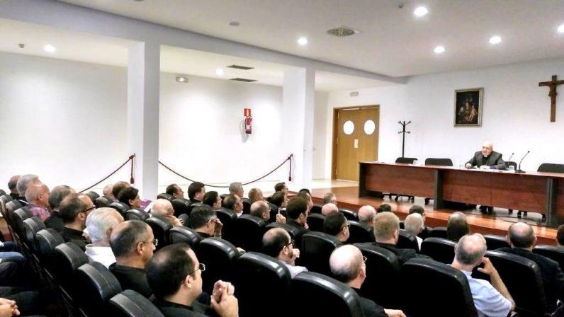 El Obispo auxiliar dirige el retiro para los sacerdotes de Sevilla