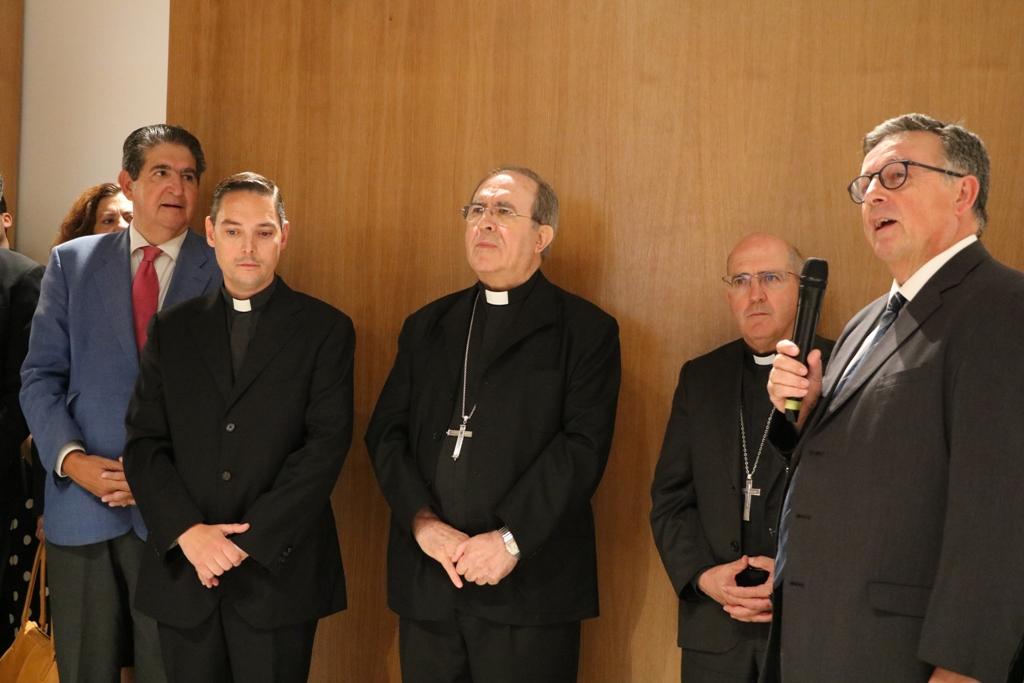 "Mons. Asenjo: ""El Tribunal Metropolitano no busca otra"