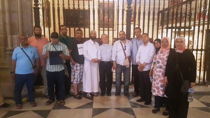 Delegación universitaria marroquí visita la Catedral de Sevilla