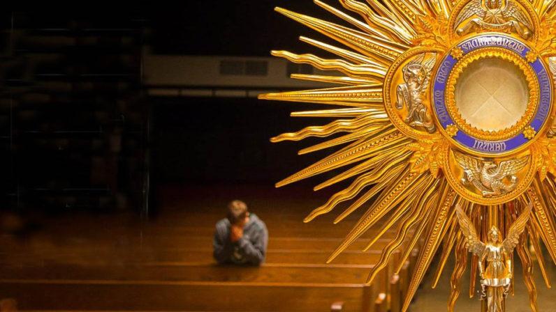 Vigilia de la Adoración Nocturna en el Seminario Metropolitano de Sevilla