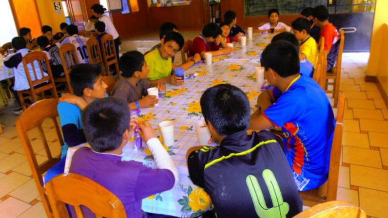 Los misioneros identes buscan financiación para el proyecto 'Pintando sonrisas por el mundo'