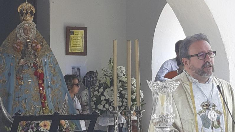 Homenaje en Castilblanco de los Arroyos a su párroco, Pablo Colón