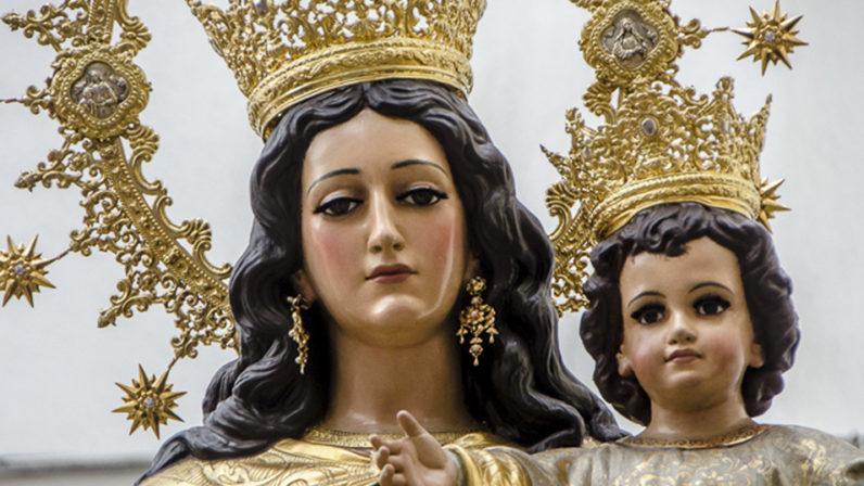 Rendidos a las plantas de María Auxiliadora