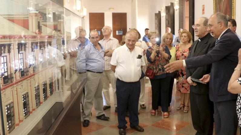 El Belén de la Solidaridad cede la maqueta del Palacio Arzobispal a la Archidiócesis de Sevilla