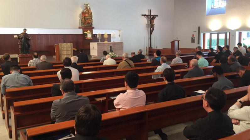 El clero diocesano despide el curso con un retiro dirigido por el Obispo de Córdoba