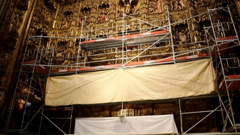 El Cabildo acomete la limpieza y conservación preventiva del retablo mayor