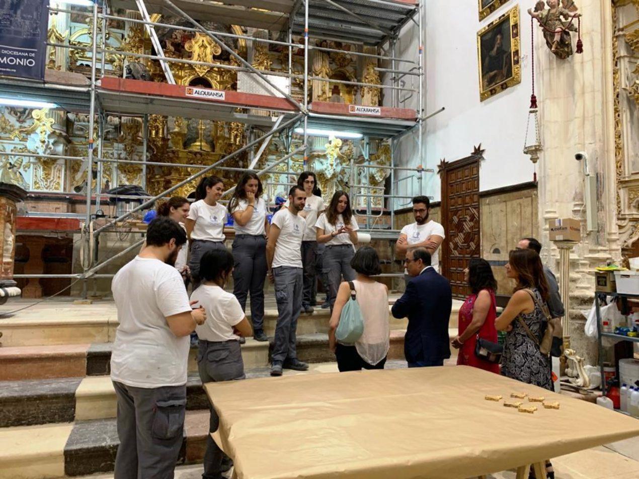 El rector de la Universidad de Sevilla visita las obras de restauración en la iglesia de Sta. María, en Estepa