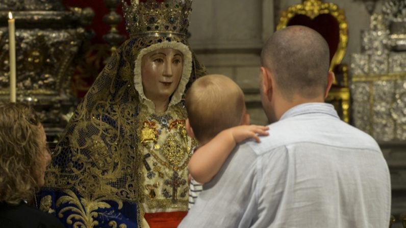 Segunda jornada de Besamanos de la Virgen de los Reyes