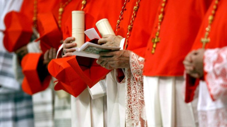 Monseñor Asenjo pide a la Archidiócesis oraciones para los dos nuevos cardenales vinculados con Sevilla